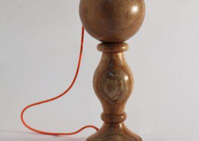 Bilboquet en bois tourné