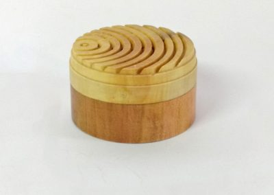 Boite guillochis en bois de mirabellier .
